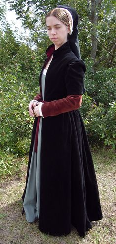 Centuries Sewing, English fitted gown