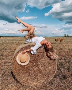 The particular Styles with Photography Pictures is usually an art giving a unique plus un-conceived Portrait Photography Poses, Girl Photography Poses, Creative Photography, Amazing Photography, Country Girl Photography, Backlight Photography, Photography Composition, Photography Aesthetic, Mountain Photography