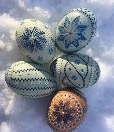 Egg Art, Egg Decorating, Line Design, Easter Crafts, Easter Eggs, Holidays, Patterns, Glass, Painting