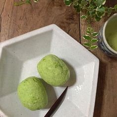 Had a lot of edamame before,but this is probably the first time in a dessert,as a bean lover,this hit me in the spot and makes me want to look for more edamame desserts! まちこ,終於試做了這個,買了一大堆的枝豆,花了不少時間,就做得這兩個(裏面還有糯米的)。枝豆吃得多、但作為甜點,記憶中還是第一次。跟你做的有點不一樣,但也很不錯的。有機會的話真的很想試試日本其他的枝豆甜品! - 237件のもぐもぐ - だだちゃ豆で ずんだお萩 from まちまちこさん by rick chan