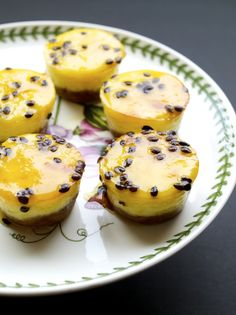 Mini Passion Fruit Cheesecakes recipe Cold Desserts, Dessert Drinks, Mini Desserts, Cookie Desserts, Just Desserts, Delicious Desserts, Dessert Recipes, Yummy Food, Passionfruit Cheesecake