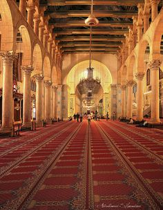 The interior of the Umayyad Mosque, also known as the Great Mosque of Damascus, Syria. Islamic Architecture, Beautiful Architecture, Islamic World, Islamic Art, Syria Before And After, Umayyad Mosque, History Of Islam, City Of God, Beautiful Mosques