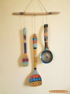Diy Home Crafts, Decor Crafts, Wooden Spoon Crafts, Painted Spoons, Clay Wall Art, Spoon Art, Creative Arts And Crafts, Cardboard Art, Diy Kitchen Decor