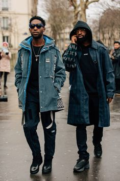 The Best Street Style from Paris Fashion Week As the fashion marathon enters week two, here are our favorite looks from Paris, from extra-chunky sneakers to extremely touchable topcoats. Mens Fashion 2018, Latest Mens Fashion, Mens Fashion Shoes, Black Women Fashion, Man Fashion, Fashion Hair, Fashion Boots, Winter Fashion, Cheap Fashion