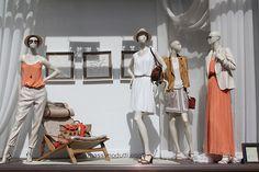 Оформление витрины Massimo Dutti в Англии