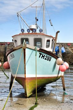 """mycornishplace: """" Harbour at low tide """"… – Now YOU Can Build Your Dream Boat With Over 500 Boat Plans! Old Boats, Small Boats, Wooden Boat Plans, Wooden Boats, Trawler Boats, Floating Boat Docks, Boat Drawing, Sports Nautiques, Row Row Your Boat"""