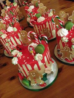 Christmas drip cake with gingerbread men, macaroons, and mini candy canes. Christmas Cake Designs, Christmas Cake Decorations, Christmas Cupcakes, Christmas Sweets, Holiday Cakes, Christmas Cooking, Christmas Goodies, Christmas Candy, Holiday Treats