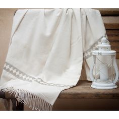 Soft and elegant throw with braces drawing in cashmere and cotton