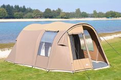 De Falco Buizerd 3500 is een tunneltent die zeer geschikt is voor familievakanties. Hij heeft een aanritsbare luifel en er kunnen 4 personen in slapen. >> http://www.kampeerwereld.nl/falco-buizerd-3500/
