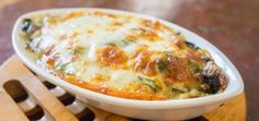 Green gratin - raved about as the best green gratin you'll ever eat . I think it's time I tried this Broccoli and Potato Gratin! Vegetable Recipes, Vegetarian Recipes, Cooking Recipes, Spinach Bake, Spinach Casserole, Creamy Spinach, Frozen Spinach, Spinach Dip, Great Recipes