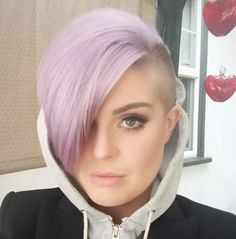 Kelly Osbourne works 3 different hairstyles – proving mohawks rock ...
