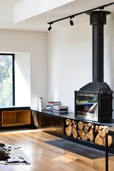 Image 23 of 51 from gallery of Ballarat East House / Porter Architects. Photograph by Derek Swalwell Home Fireplace, Fireplace Hearth, Fireplace Design, Sexy Fotografie, Freestanding Fireplace, Interior And Exterior, Interior Design, Home Improvement Projects, New Homes