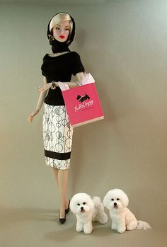 FR Iconic Lana Turner doll poses with her pair of Bichon Frise dogs by miniature animal artist, Kerri Pajutee. Play Barbie, Barbie I, Vintage Barbie Dolls, Barbie World, Barbie And Ken, Barbie Dress, Barbie Clothes, Fashion Royalty Dolls, Fashion Dolls