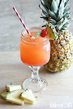 Pineapple Upside Down Cake Cocktail. A simple and delicious summertime drink recipe! Summertime Drinks, Summer Drinks, Pineapple Upside Cake, Vodka And Pineapple Juice, Fruit Drinks, Alcoholic Beverages, Party Drinks, Lemon Drink, Cocktail Ingredients