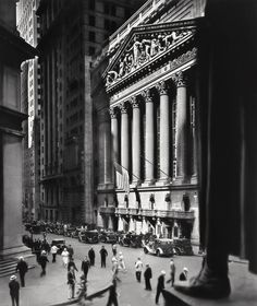 Berenice Abbott - Wall Street, New York, 1933. S)