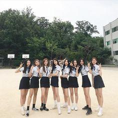 Korean Fashion On The Streets Of Paris Korean Uniform School, Cute School Uniforms, School Uniform Fashion, School Girl Outfit, School Uniform Girls, Ulzzang Korean Girl, Ulzzang Couple, Ulzzang Fashion, Korean Fashion