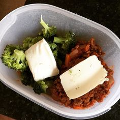 Work lunch #chilli with #broccoli and #mozzarella mmmmm recipe on my YouTube channel for reference 40g fat 9g carbohydrates 55g protein! #keto #ketosis #ketogains #paleo #lowcarb #highprotein #cleanandlean #summercut #mayonnaise #ketogenic #lchf #fatadapted #hflc #ketolife #cleaneating #healthyfat  #foodporn #foodpics #lunch #cheeseoneverything by ketobody