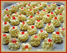 Aku. Zack.: Resepi Biskut Semperit Susu [Pekat Manis] Cupcake Cookies, Mini Cupcakes, Biscuits, Asian Desserts, Easy Meals, Easy Recipes, Nom Nom, Good Food, Food And Drink