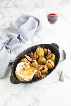 Baked Camembert & figs with a thyme & balsamic glaze recipe Elegant Appetizers, Cold Appetizers, Cheese Appetizers, Appetizer Recipes, Milk Recipes, Cheese Recipes, Sweet Recipes, French Recipes, Delicious Recipes