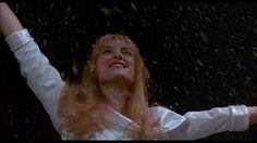 Shake Senora dance in Beetlejuice or Ice dance in Edward Scissorhands ? Catwoman, Winona Ryder Edward Scissorhands, Doctor Who Specials, Film Tim Burton, Film Mythique, Dianne Wiest, Gothic Castle, Best Movie Quotes, Ice Dance