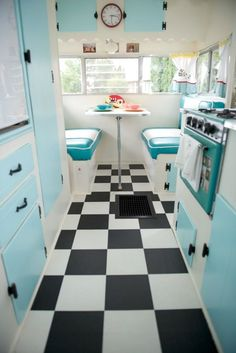 Um, this would be my future camper for sure! Turquoise, black and white vintage camper. Vintage Rv, Camping Vintage, Vintage Caravans, Vintage Travel Trailers, Vintage Trailer Decor, Vintage Kitchen, Vintage Motorhome, Kitchen Retro, Vintage Caravan Interiors