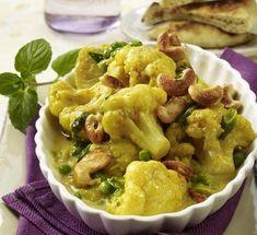Deze bloemkoolcurry smaakt zowel goed bij een Indiase maaltijd als bij een door en door Hollandse hap. Leuk toch: exotisch koken met een door en door Nederlands product! En nog makkelijk te maken ook.