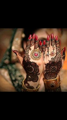 Mehndi is important fashion for brides and girls. Check Latest Bridal Mehndi Designs Pictures for Women, Wedding Arabic Henna Style Pakistani Mehndi Designs, Dulhan Mehndi Designs, Mehandi Designs, Mehendi, Mehndi Design 2015, Mehandi Design For Hand, Latest Bridal Mehndi Designs, Mehndi Decor, Beautiful Mehndi Design