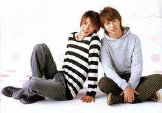 相葉雅紀 櫻井翔 Japanese Boy, Leg Warmers, Boy Bands, Handsome, Winter Jackets, Pairs, Guys, Couple Photos, Drama