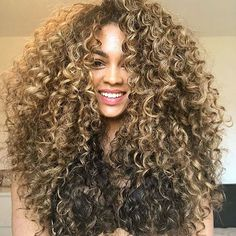 82 fun and sexy hairstyles for naturally curly hair - Hairstyles Trends Dyed Curly Hair, Colored Curly Hair, Curly Hair Styles, Natural Hair Styles, Corte Y Color, Aesthetic Hair, Big Hair, Hair Highlights, Gorgeous Hair