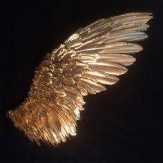 The angels in my dreams have giant gold/bronze wings. 3d Foto, Or Noir, Angel Aesthetic, Music Aesthetic, Aesthetic Drawing, Aesthetic Wallpapers, Art Inspo, Art Reference, Feather