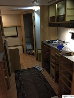 Renoverad husvagn Kabe 540 XL - Hemma hos marre_h Cargo Trailer Camper, Cargo Trailers, Trailer Remodel, Teardrop Trailer, Rv Life, Happy Campers, Tiny House, Kitchen Cabinets, Bow Drawing