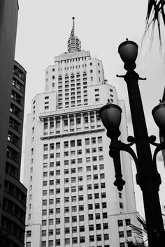 Observações fotográficas com olhar estético do Art Déco sobre a cidade de São Paulo.