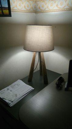 Heinäseiväs pöytälamppu