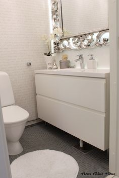 Home White Home: wc Bathroom Toilets, Bathrooms, Happy Woman Day, White Houses, White Decor, Creative Decor, My Dream Home, Interior Decorating, Sweet Home