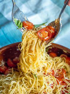 Cherry Tomato Pasta, Tomato Basil Pasta, Lemon Pasta, Fresh Tomato Pasta Recipe, Cherry Tomatoes, Summer Pasta Dishes, Summer Pasta Salad, Summer Salads, Ina Garten Pasta Salad