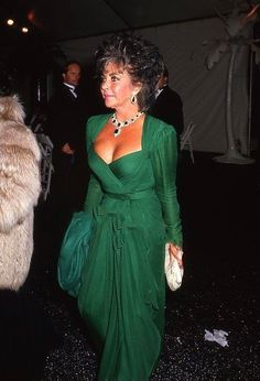 Elizabeth Taylor in a green dress to die for.