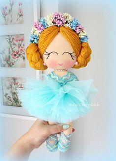 Curso gratis de como hacer muñecas de fieltro paso a paso muy sencillo Doll Crafts, Diy Doll, Fabric Dolls, Paper Dolls, Ballerina Doll, Sewing Dolls, Child Doll, Felt Diy, Soft Dolls