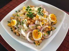 Salada de Grão de Bico e Bacalhau - Fique a conhecer todas as receitas tradicionais portuguesas em: www.asenhoradomonte.com