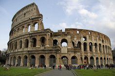 Um dos monumentos símbolos de Roma, o Coliseu foi construído no ano de 72 d.C pelo imperador Vespasiano