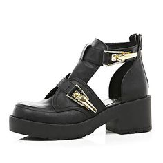 Black chunky buckle cut out boots 60,00 €