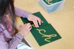 Se a turma já estiver craque no alfabeto em caixa alta ou letra de imprensa, introduza a cursiva da mesma forma (foto: Google)