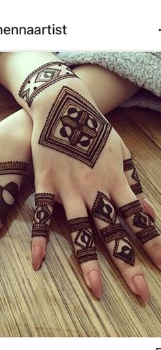 Not gonna be easy. but i wanna try Henna Hand Designs, Henna Tattoo Designs, Mehndi Designs Finger, Simple Arabic Mehndi Designs, Modern Mehndi Designs, Mehndi Designs For Beginners, Mehndi Design Pictures, Mehndi Designs For Girls, Mehndi Designs For Fingers