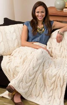 Twisted Taffy Throw & Pillow Free Knitting Pattern from Red Heart Yarns