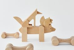 Animal block puzzle that lives in Hokkaido in northern Japan. Higuma is a traditional bear woodcarving in Hokkaido has been redesigned into a 3D jigsaw puzzle.  Kitakitsune (Ezo red fox) using a triangle as the base, and ezorisu (Ezo squirrel) using a circle as the base, the form is simplified in clean lines.