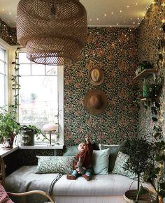 """Anna Lång on Instagram: """"Adventsmys ordnat över dagbädden. Nu tar vi äntligen helg! ✨✨✨✨✨✨✨✨✨✨✨✨✨✨✨✨✨ ~~~~~~~~~~~~~~~~~~~~~~~~~~~~~~~~~ . . . #dagbädd #veranda…"""" Bohemian Christmas, Wallpaper Decor, Valance Curtains, Guest Room, Beautiful Homes, Home Furniture, Living Room, Interior Design, Bedroom"""