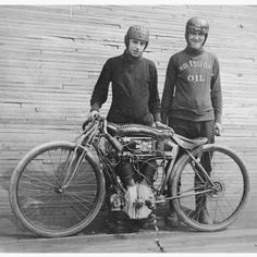 Board Track Racers With Excelsior Motorcycle Excelsior Motorcycle, Motorcycle Racers, Racing Motorcycles, Motorcycle Helmets, Retro Motorcycle, Motorcycle Museum, Classic Motorcycle, Motorcycle Design, Antique Motorcycles