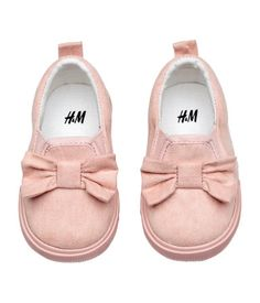 Powder pink. Shoes in faux suede with a bow at top, elastic panels at sides, and a loop at back. Cotton lining and insoles. Rubber soles.
