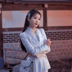 Iu Fashion, Korean Fashion, Fashion Outfits, Girl Artist, Ulzzang Korean Girl, Korean Actresses, Poses, Everyday Look, Kpop Girls