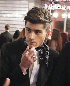 Zayn Malik being interviewed at the Brit Awards 2014 - 2/19/14