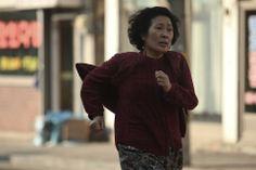 """8 marzo: per avvicinare le tante sfaccettature del femminino, Nientepopcorn.it vi propone una serie di pellicole dedicate alla rappresentazione delle donne nel cinema http://www.nientepopcorn.it/film-per-la-festa-della-donna-consigli-di-visione/ Nella foto, un'immagine tratta dall'angosciante """"Madeo (Mother)"""" (2009) del sudcoreano Bong Joon-Ho http://www.nientepopcorn.it/film/mother/"""